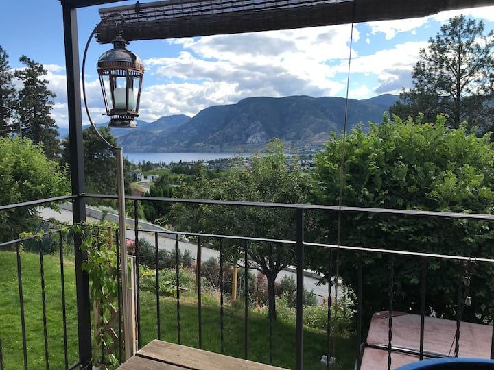 Delightful Open Plan 3BDR Home with Fabulous Views