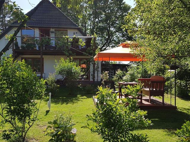 Gemütliche Ferienwohnung am Waldrand, Ostseenähe.