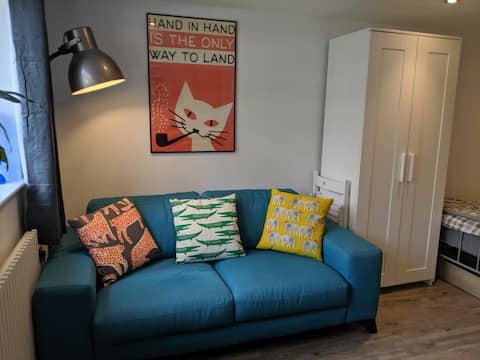 Smart studio incl. breakfast. Easy access to town