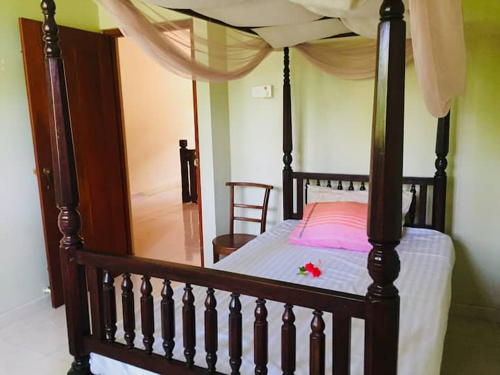 Single bedroom with attached bathroom in Unawatuna