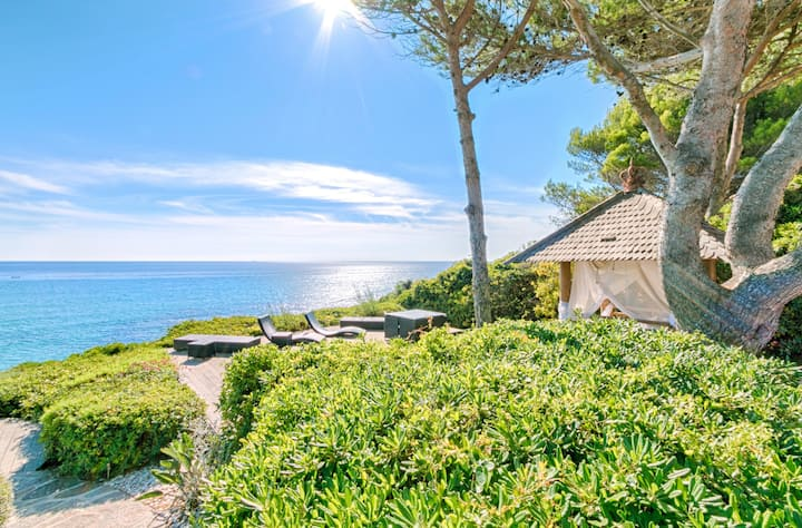 Villa Balinea / Exceptional villa on the 1st seafront line