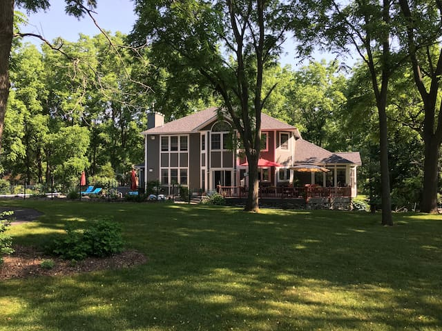 Large home on private golf course in Syracuse area