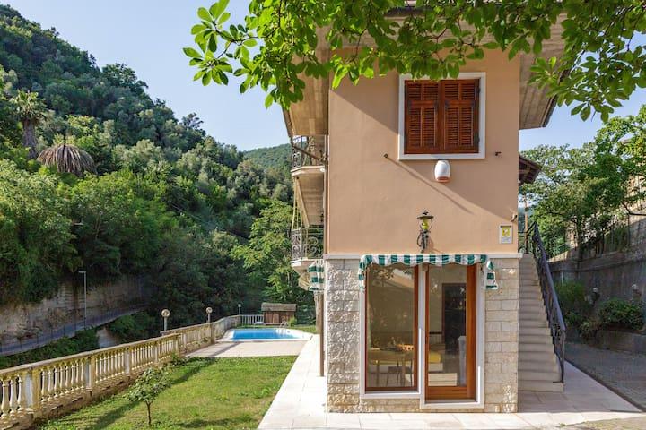"""""""A Casa di Mila"""" - pool, park and garden in Sori"""