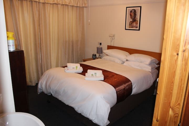 Double En Suite Room – Serviced Accommodation