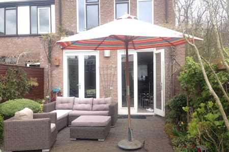 Lovely family home in historic town - Voorburg - Hus