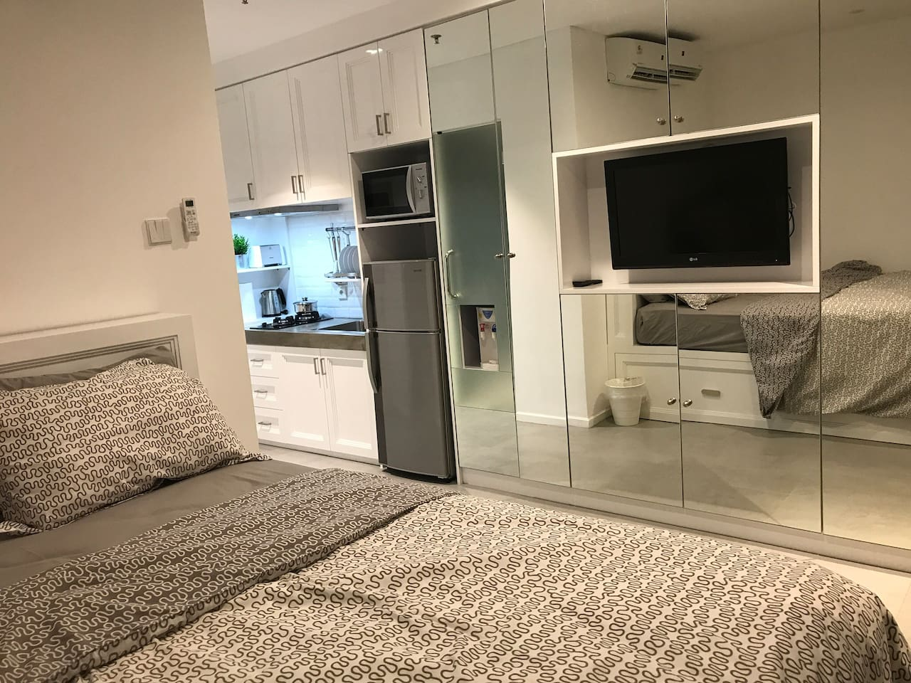 Luxurious, comfortable & clean studio.