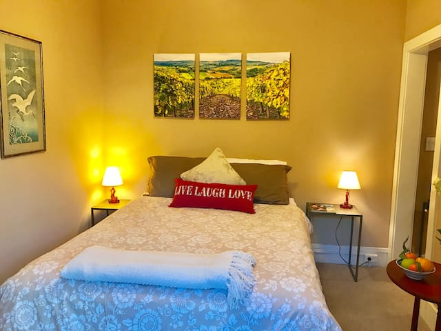 Heart Suite...for a private, comfortable stay. - Sonoma - Huis