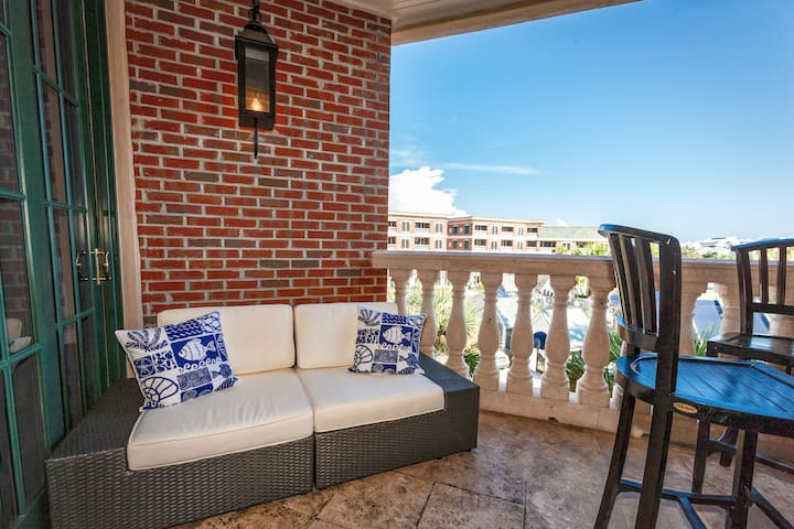Step out onto your private balcony to take in the view and enjoy the Gulf breeze.