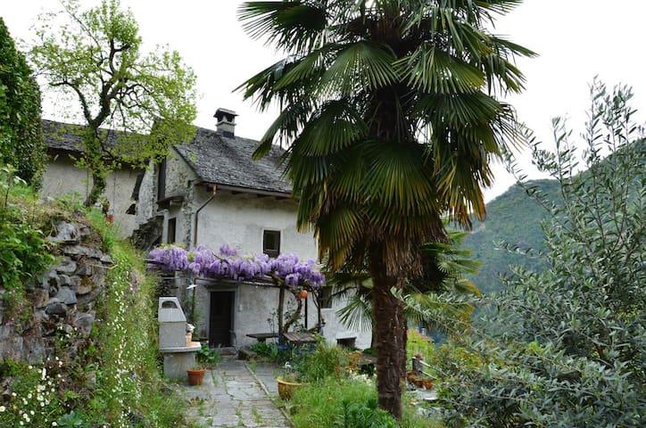 Casa Eliska. Pila in der Nähe von Locarno - Intragna - Casa