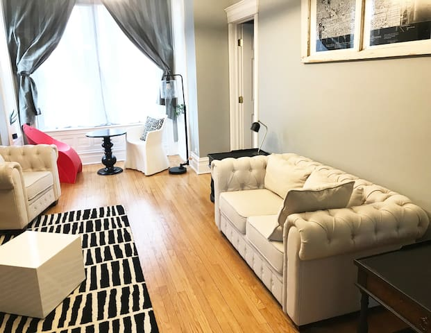Beautiful spacious apartment with a lot to offer!