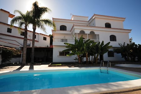 Villa Carolina con piscina privada