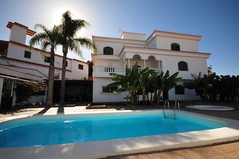 Villa Carolina with private pool
