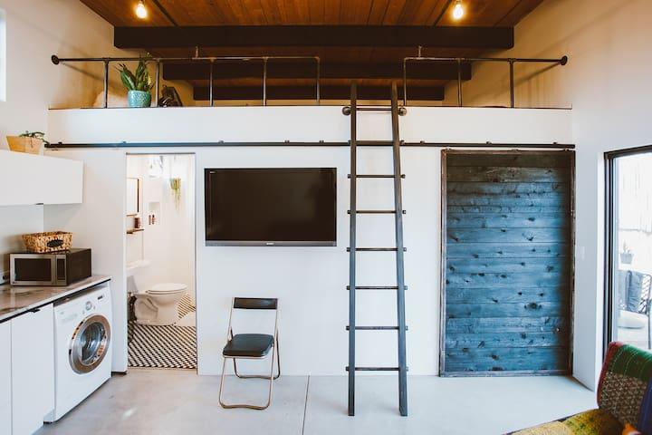 BlueSkybnb - A Modern Beach Loft