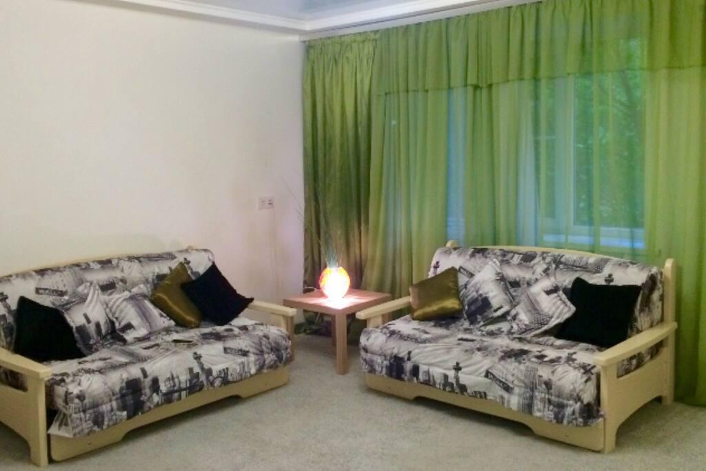 Очень удобные раскладные диваны, полноценные кровати становятся с дорогим матрасом