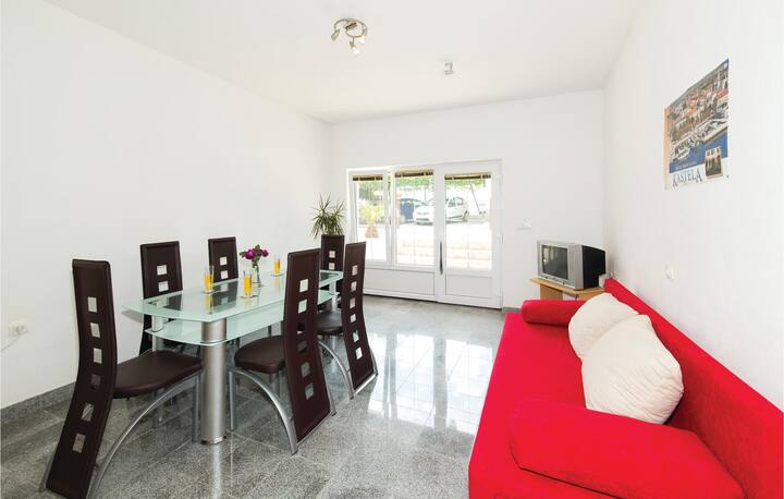 Beautiful home in Kastel Kambelovac with WiFi and 1 Bedrooms