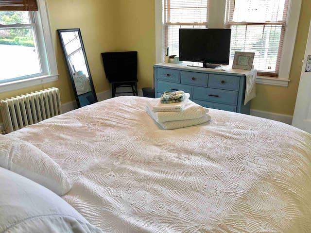 Dog-friendly Comfy Room Outside of Boston