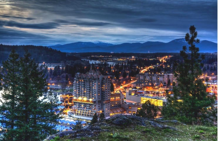 Stay in the heart of Coeur d'Alene and Tubbs Hill