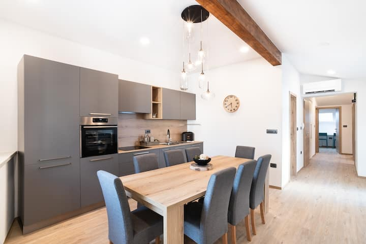 Family-friendly *APT CAPRARIA* in old city center