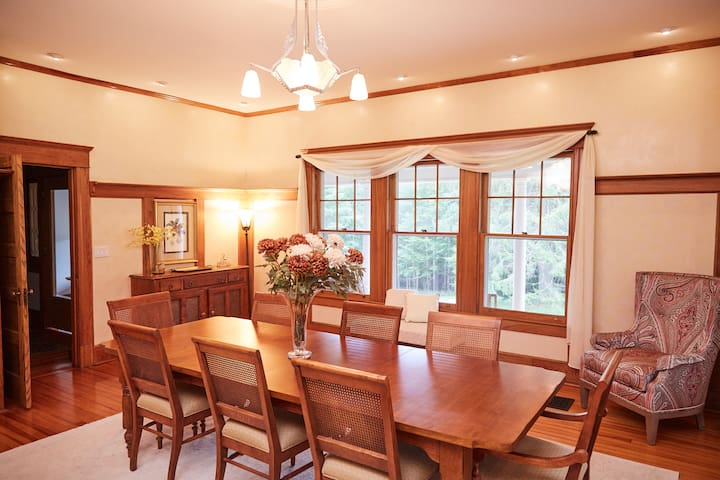 Dining Room with seating and place settings for 10