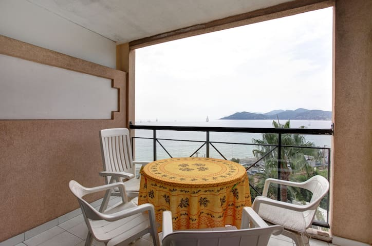 Cannes apartment 504 with sea view and balcony