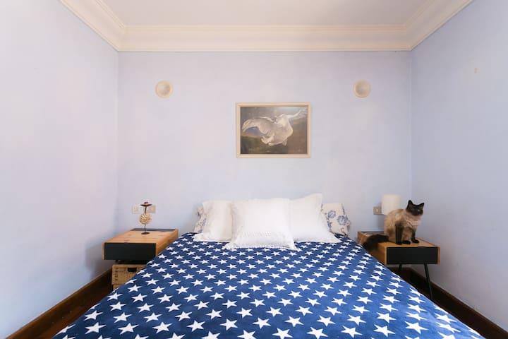 Habitaci n matrimonio c moda soleada chalet in affitto a for Comodas habitacion matrimonio