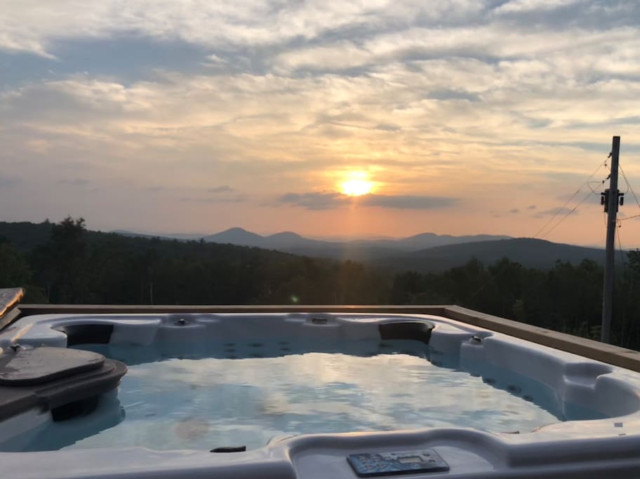 Hot Tub overlooking Mountain Views