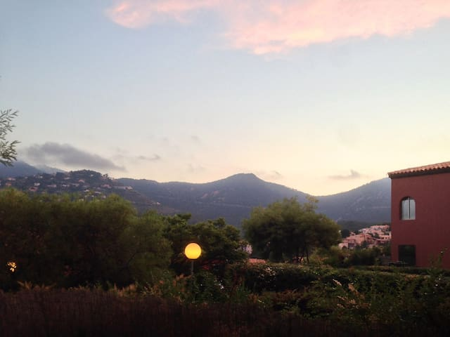 view from the terrasse to the mountains