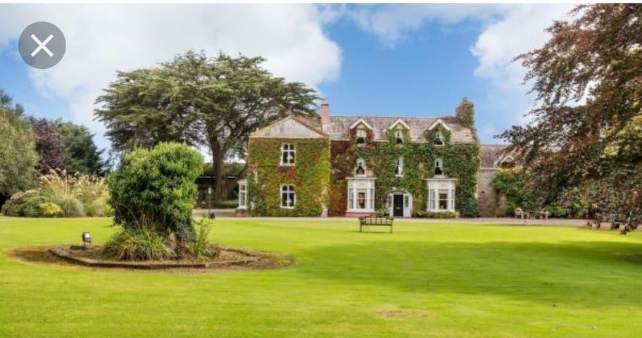 Georgian Manor and Estate, the kings en-suite