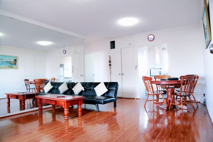 Cabramatta CBD, 2 Bedroom, 3-5 people,near station