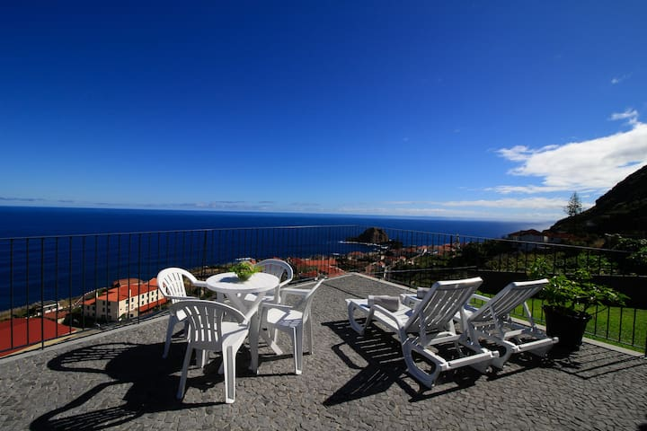 Casa das Escaleiras,  Gorgeous sea view, WiFi - Porto Moniz - Dom