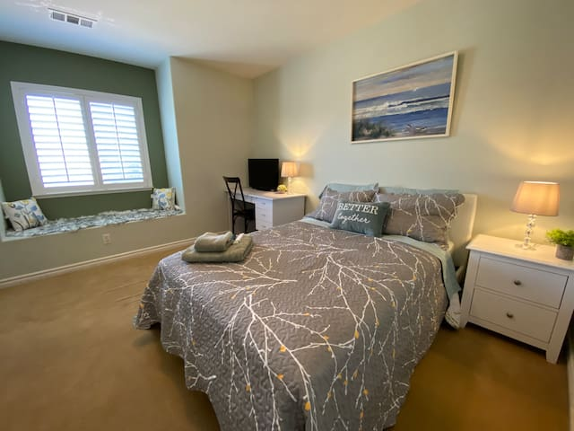 Cozy, Stylish, quiet,cable TV,bedroom &bathroom,CA