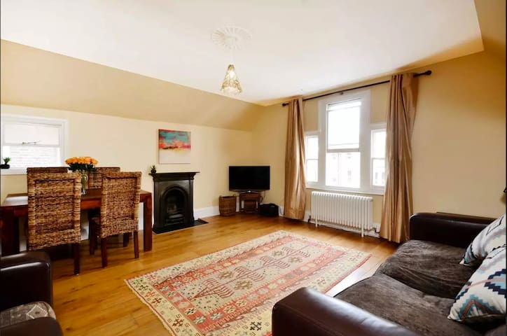 Lovely 2BR, Richmond Hill & Parking