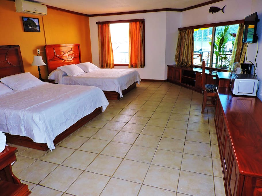 Dos camas queen bed breakfasts for rent in golfito for Cama queen costa rica