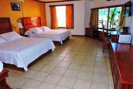 Dos Camas Queen - Golfito - Bed & Breakfast