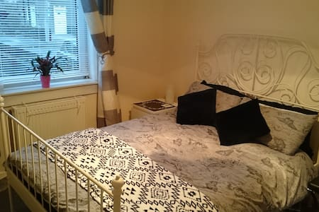 comfy n cheap room in west side of Edinburgh - Édimbourg