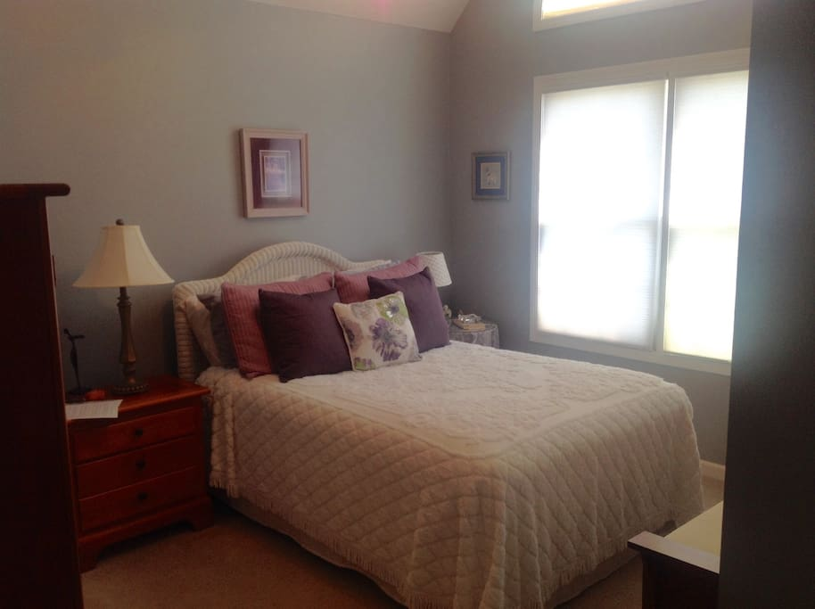 Double size bed          Rent this bedroom along with queen bedroom $100