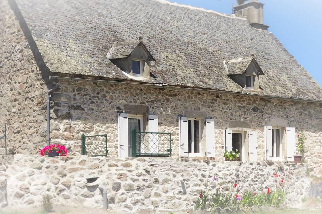 Gite au coeur de l 39 auvergne avec balneo et sauna maisons for Auvergne location maison