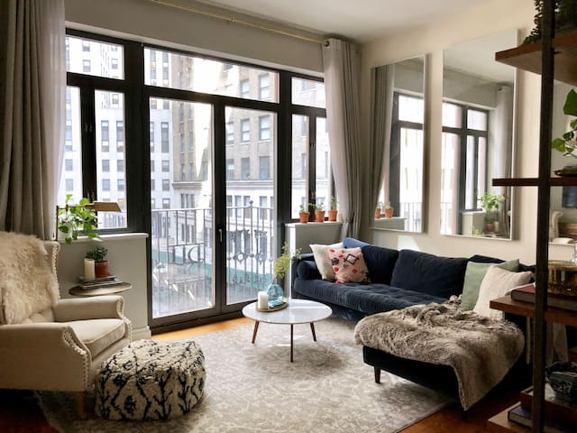 Luxury Retreat with Juliette Balcony on Stone St.