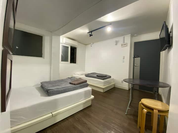 Itaewon Yellow Guesthouse - Twin room w bathroom