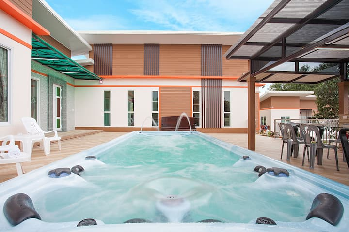 Melodious Villa | Spacious 9 BR House with Jacuzzi