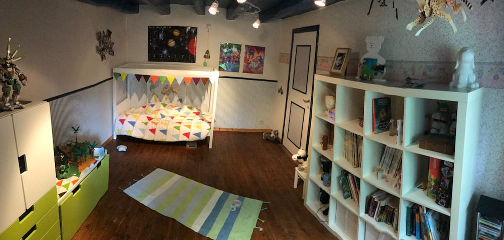 Panoramic view of sixth room for one kid! Kid zone 2!