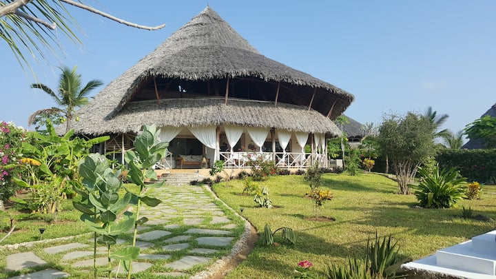 """Villa """"MIMI na WEWE"""" Marvelous Beach Front House"""