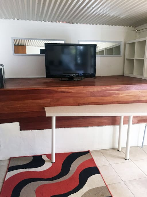 TV and breakfast bar