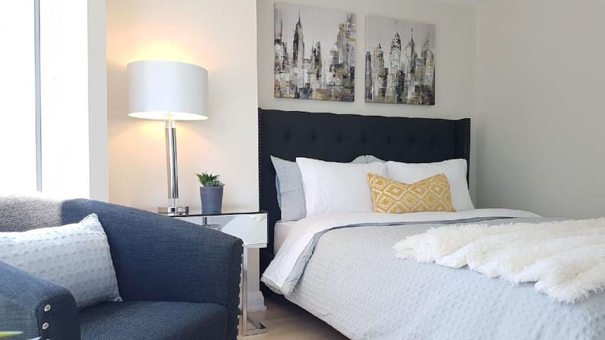 23- Yorkville! Bloor Avenue Luxury Living