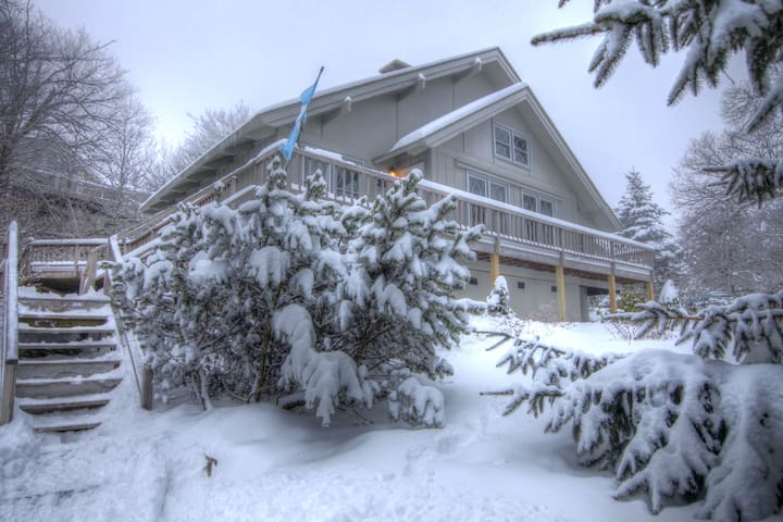 Ski In Ski Out Chalet, Virtually Slopeside, 3 Flat Screens, Wii Gaming System