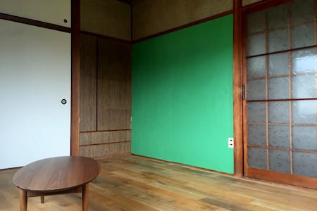 Miyanoura house (flooring room) - Naoshima - บ้าน