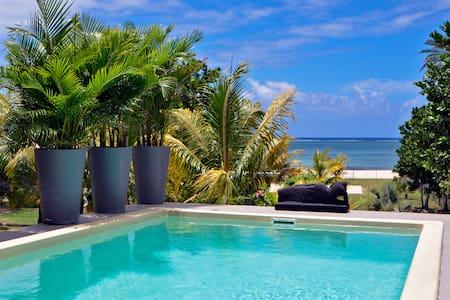 Villa Antema, pool,on the beach,cook,wifi, sunsets