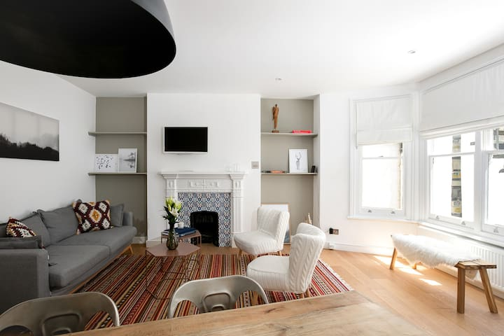 Modern and Stylish 2BR home in West Kensington