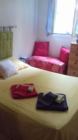 Cosy private bedroom, Wifi, free breakfast, garage
