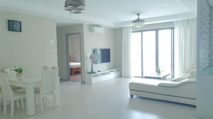 3BR,2WC,131m2,balcony,Free Pool/Gym near Ben Thanh